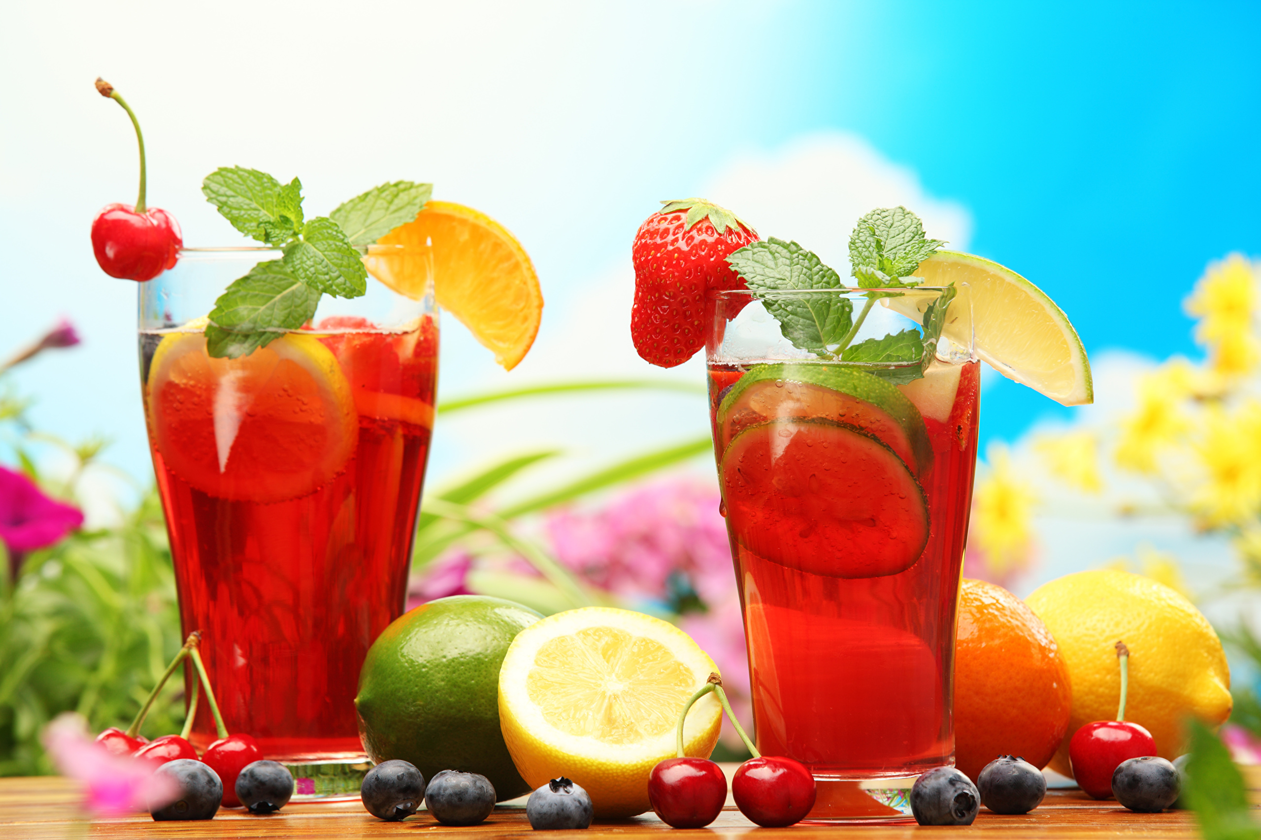 еда напитки лайм лимон апельсин клубника вишня коктейль food drinks lime lemon orange strawberry cherry cocktail  № 2154639 бесплатно