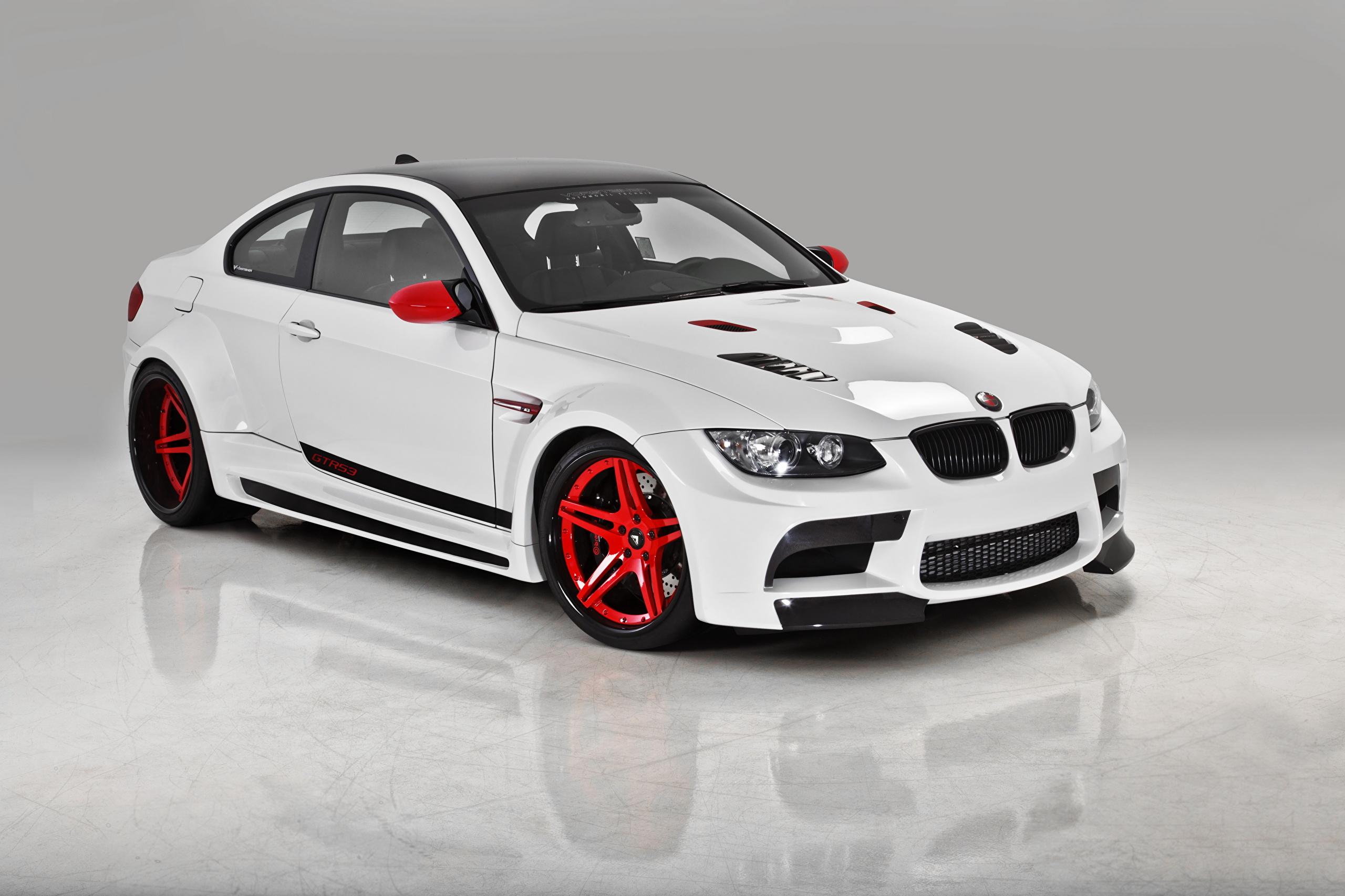 белый спортивный автомобиль bmw m3 e92  № 1015543 без смс