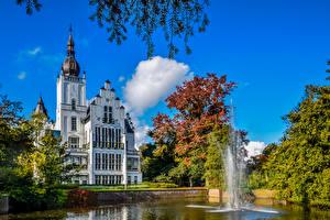 Обои Нидерланды Замки Фонтаны Деревья Leeuwenstein Castle Города картинки