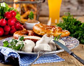 Обои Мясные продукты Колбаса Булочки Нож Тарелка Еда картинки