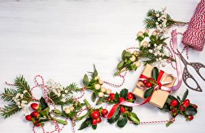 Обои Праздники Новый год Ветки Гирлянда Подарки Еда картинки