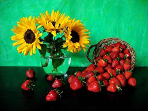 Обои Подсолнухи Клубника Натюрморт Ваза Корзинка Цветы Еда фото