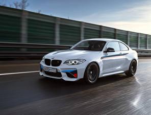 Обои BMW Белый Движение M2 F87 Coupe Автомобили картинки