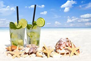 Обои Небо Морские звезды Напитки Ракушки Лимоны Стакан Пляж Природа фото