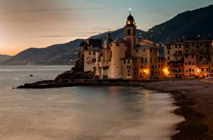Обои Италия Дома Храмы Побережье Ночь Camogli Liguria Города картинки