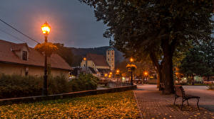Обои Хорватия Дома Осень Ночь Фонари Деревья Samobor Zagreb Города картинки
