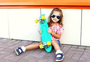 Обои Скейтборд Девочки Очки Ноги Дети картинки