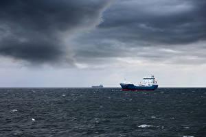 Обои Корабли Танкер Море Небо Животные картинки