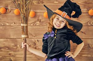 Обои Хеллоуин Девочки Шляпа Улыбка Дети картинки