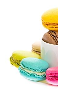 Картинка Белый фон Макарон Разноцветные Чашка Пища