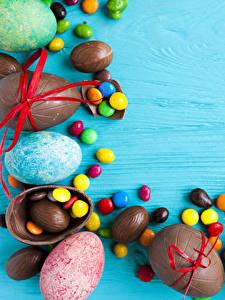 Фотография Праздники Пасха Сладости Конфеты Орехи Шоколад Яйца Продукты питания