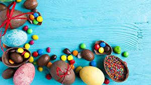 Фотография Праздники Пасха Сладости Конфеты Орехи Шоколад Яйца