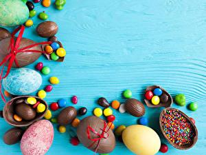 Фотография Праздники Пасха Сладкая еда Конфеты Орехи Шоколад Яйцо Еда