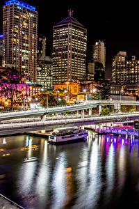 Обои Австралия Здания Река Пирсы Мосты Брисбен Ночные город