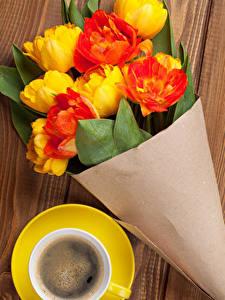 Обои Букеты Тюльпаны Кофе Доски цветок