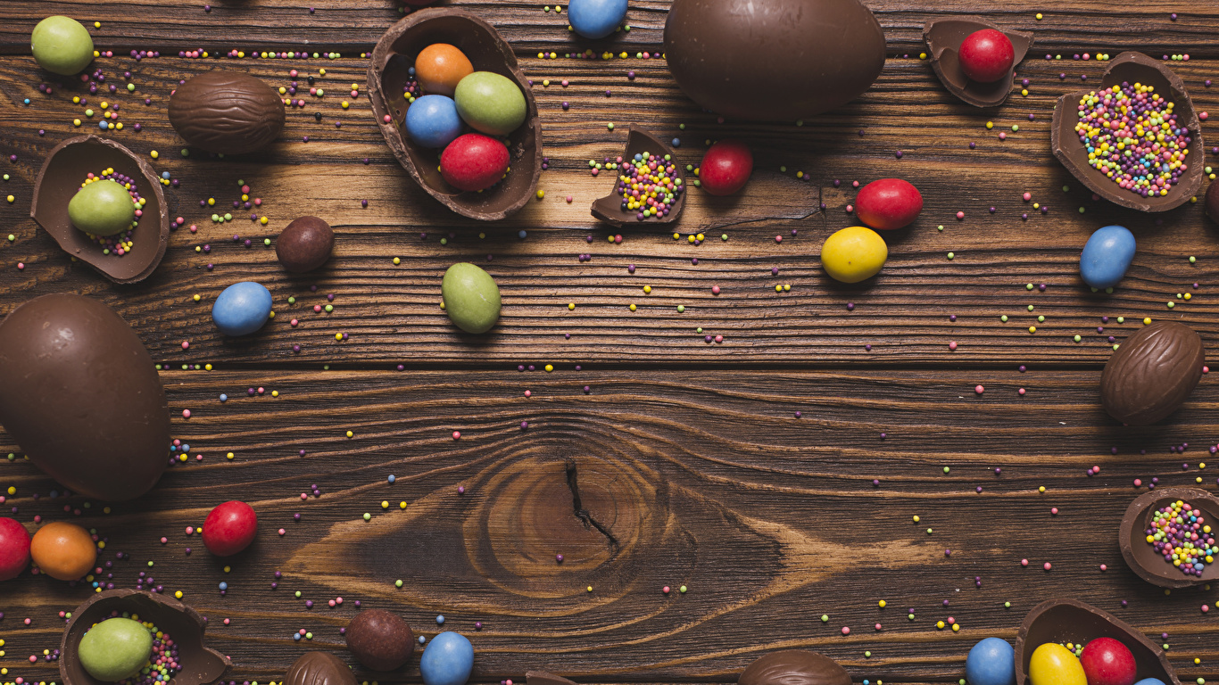 Фотографии Пасха Яйца Шоколад Конфеты Еда Сладости Доски 1366x768 яиц яйцо яйцами Пища Продукты питания