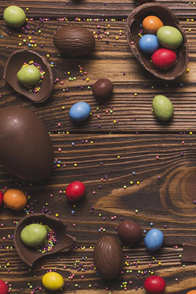 Фотографии Пасха Яйца Шоколад Конфеты Еда Сладости Доски 640x960 Пища Продукты питания