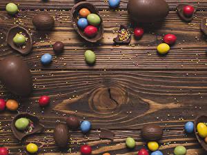 Фотографии Пасха Шоколад Конфеты Сладости Доски Яйца
