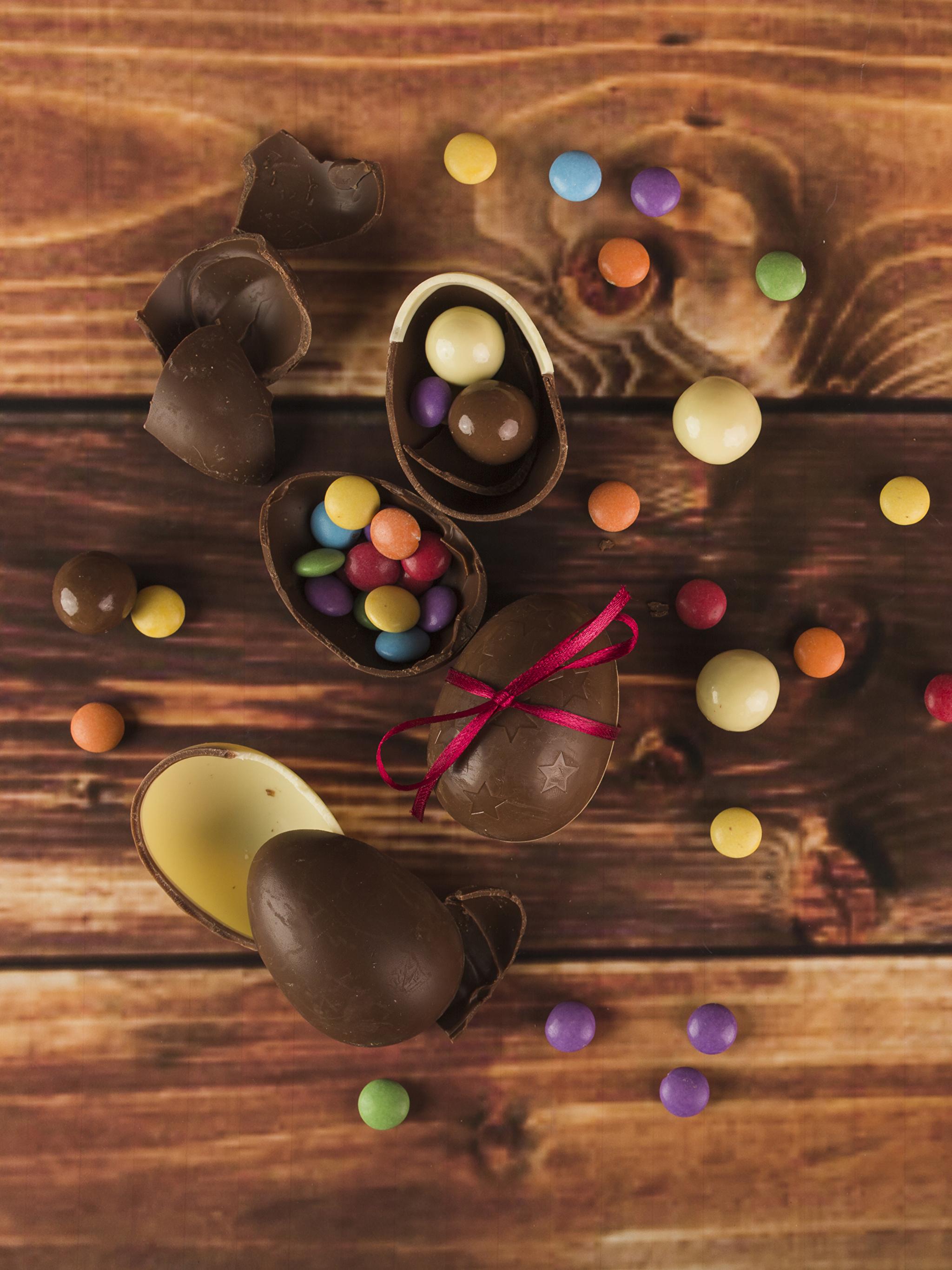 Картинки Пасха Яйца Шоколад Конфеты Продукты питания Доски 2048x2732 Еда Пища
