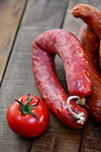 Фото Мясные продукты Колбаса Томаты Доски Пища