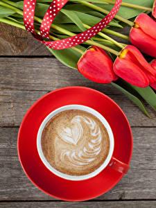 Фотография Праздники Тюльпан Кофе Капучино Доски Красный Чашка Сердечко Цветы