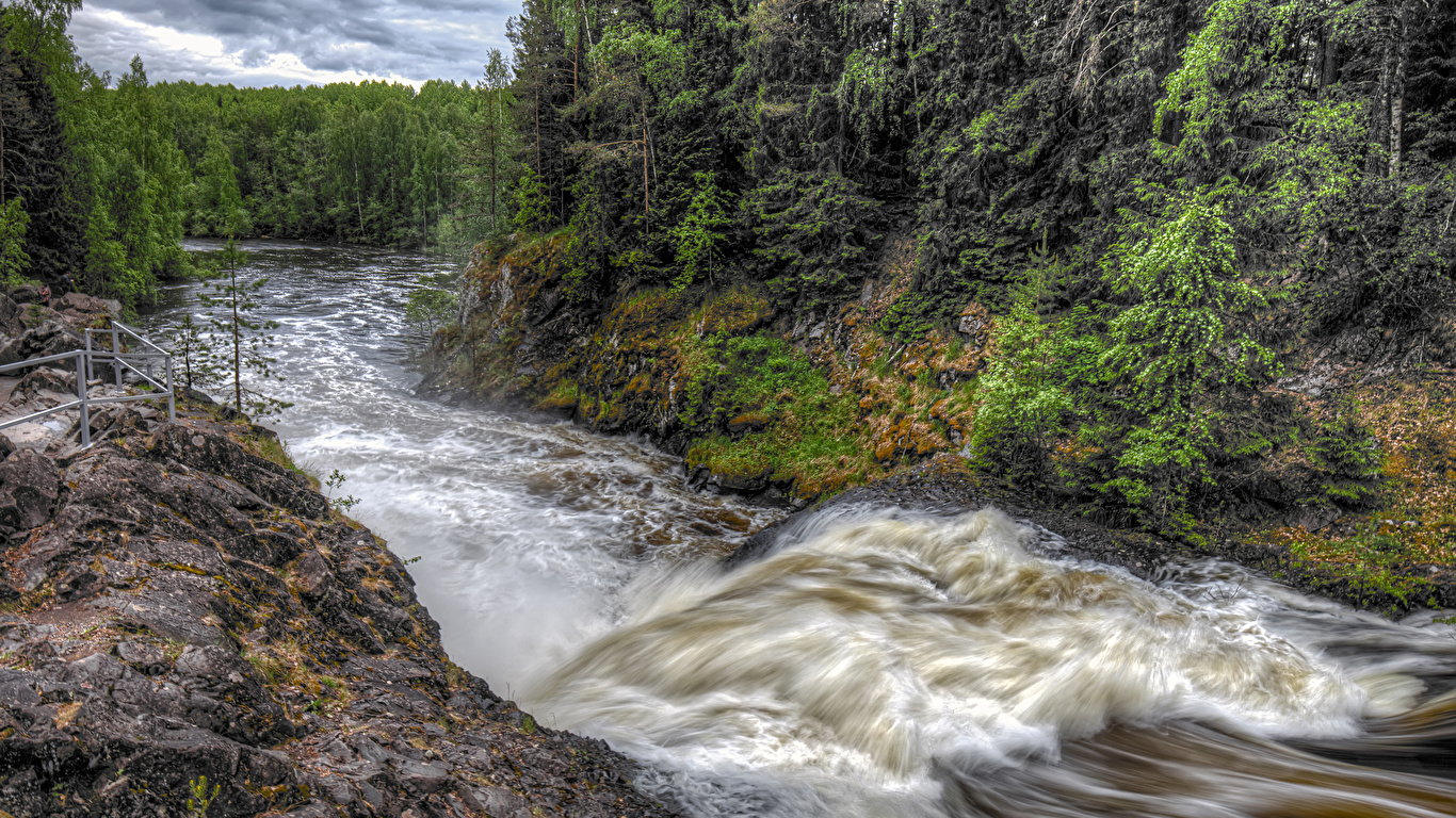 Обои Россия Suna River Karelia Природа Леса Волны Реки 1366x768 речка