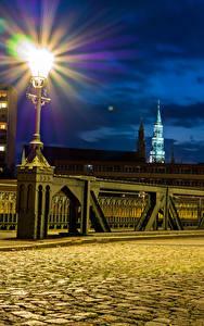Картинка Германия Здания Мосты Уличные фонари Ночь Тротуар Zwickau Города