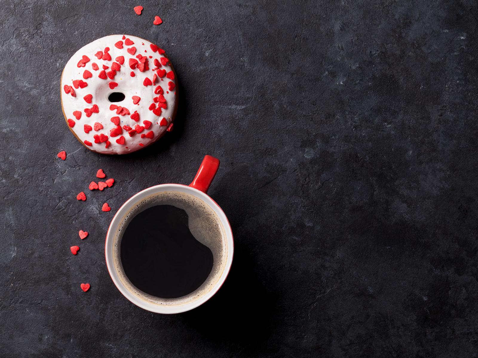 Обои для рабочего стола сердца Кофе Пончики Еда Чашка сладкая еда 1600x1200 серце Сердце сердечко Пища чашке Продукты питания Сладости