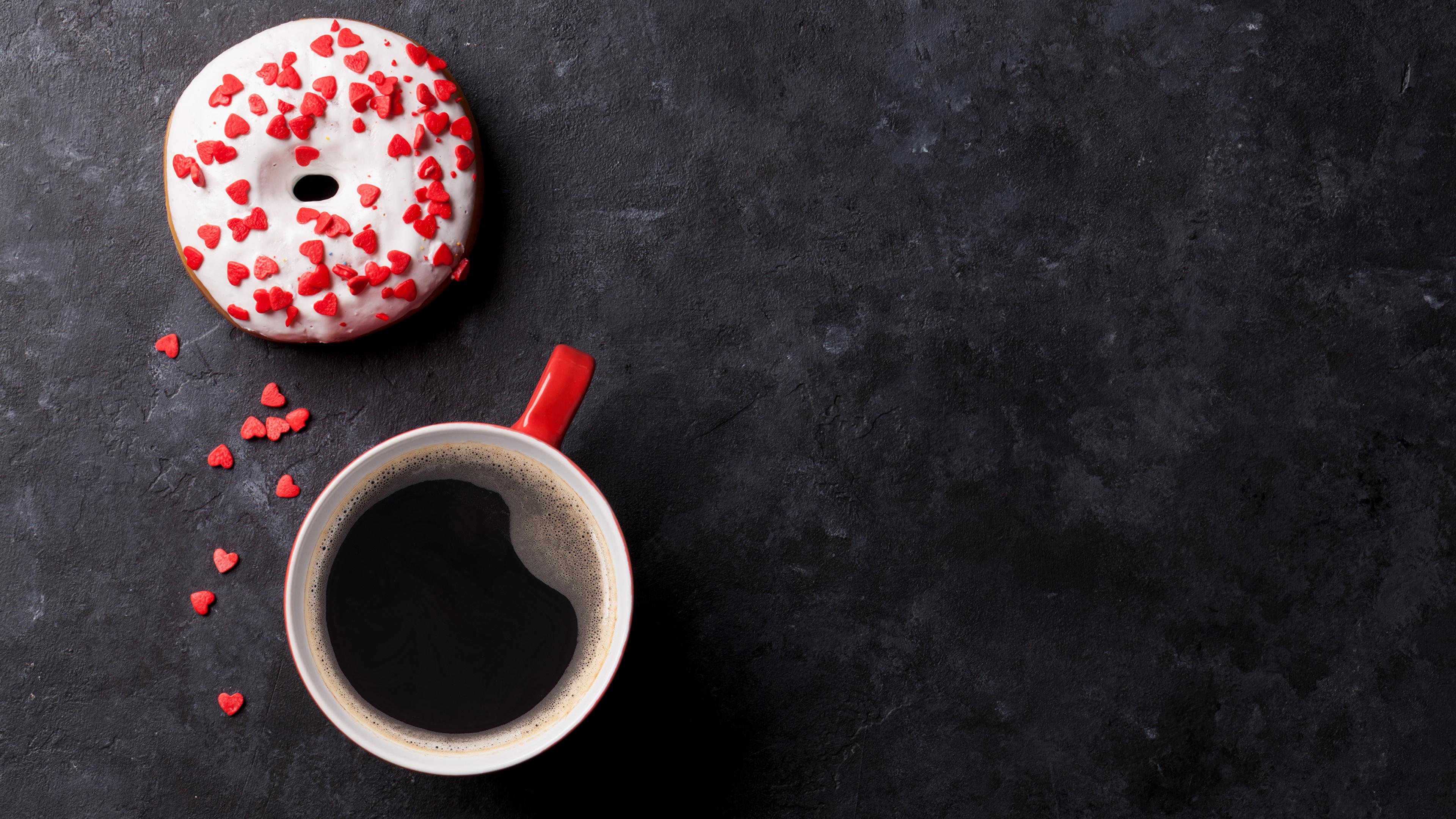Обои Сердце Кофе Пончики чашке Продукты питания Сладости 3840x2160 серце сердца сердечко Еда Пища Чашка