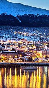 Фото Аргентина Дома Река Зима Причалы Вечер Уличные фонари Ushuaia Города