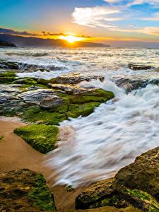 Картинка Пейзаж Тропический Побережье Рассвет и закат Волны Камень Америка Океан Гавайские острова Природа