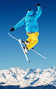 Картинка Зимние Лыжный спорт Снег Прыжок Куртка Спорт
