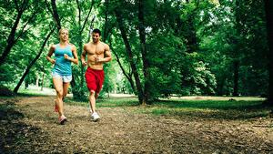 Фото Мужчины 2 Бежит Майки Красивая спортивная Девушки
