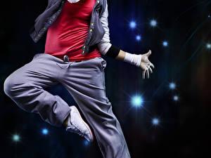 Фото Танцы Прыжок Наушники Руки