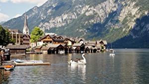 Картинка Горы Здания Лодки Пирсы Озеро Австрия Халльштатт Утес Альпы Gmunden County Города