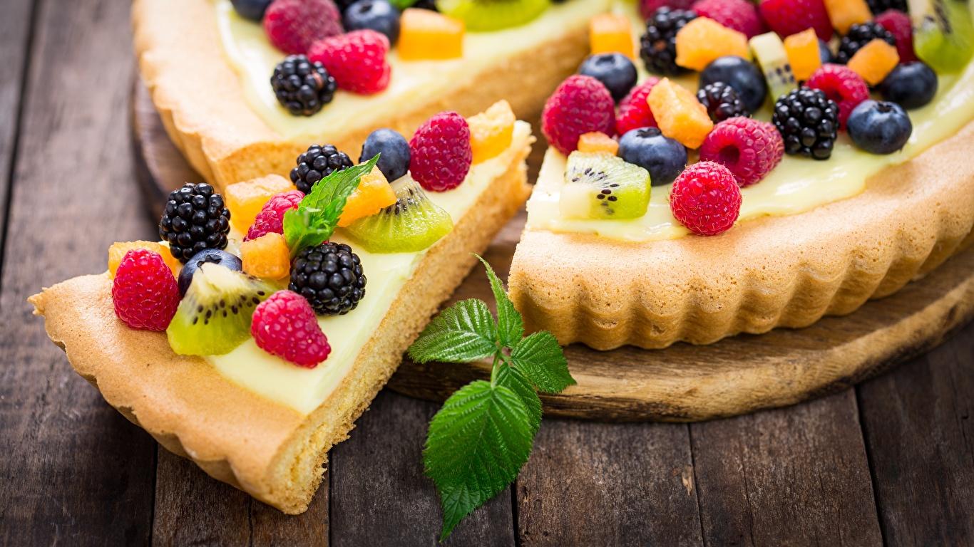 Фото Пирог Кусок Малина Ежевика Ягоды Продукты питания 1366x768 часть кусочки кусочек Еда Пища