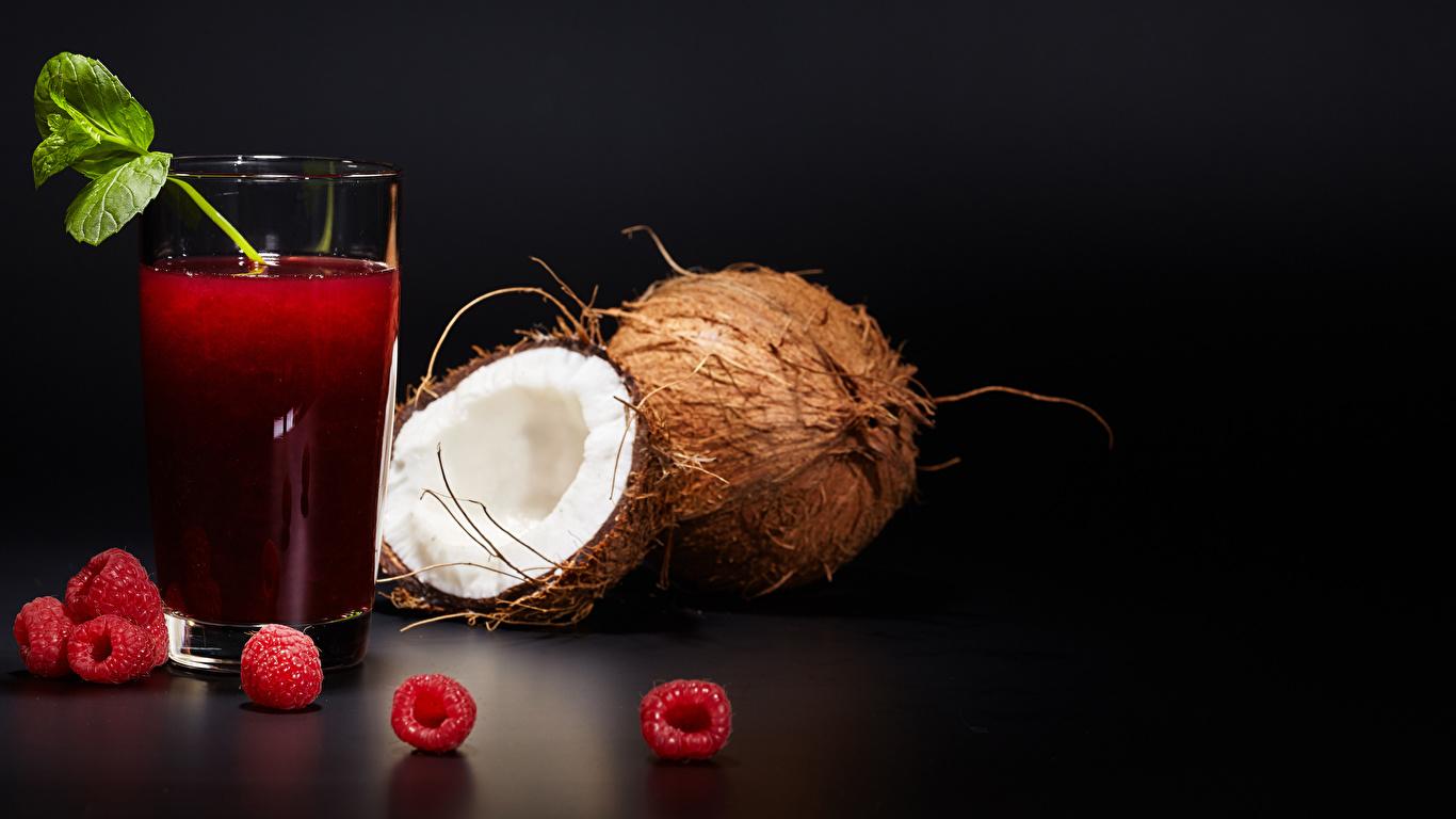 Картинка Сок Стакан Кокосы Малина Продукты питания Черный фон 1366x768 стакана стакане Еда Пища