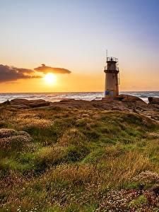 Картинки Рассвет и закат Берег Маяк Испания Солнца Galicia Природа