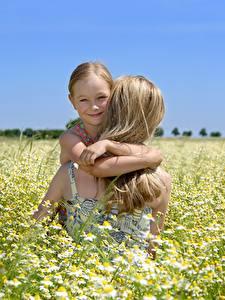Фотографии Мать Поля Ромашка Девочка Блондинки Улыбается ребёнок Девушки