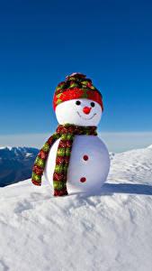 Картинка Зима Снег Снеговики Шапки Шарф