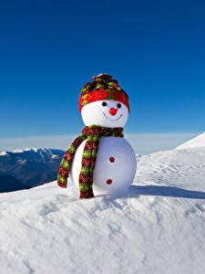Картинка Зима Снег Снеговики Шапки Шарф Природа