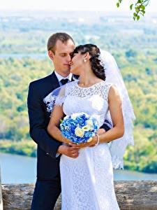 Обои Влюбленные пары Мужчины Букеты Свадьба Жених Невеста Двое Девушки