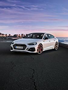 Обои для рабочего стола Ауди Белые Металлик 2019-20 RS 5 Sportback Worldwide Автомобили