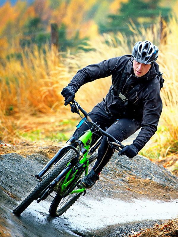 Обои для рабочего стола в шлеме мужчина Велосипед спортивная скорость 600x800 для мобильного телефона Шлем шлема Мужчины велосипеды велосипеде Спорт спортивные спортивный едет едущий едущая Движение