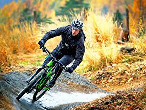 Обои Мужчины Велосипед Шлем Едущий Спорт