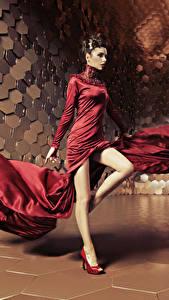 Фотография Шатенки Платья Танцует Ноги Девушки