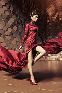 Фотография Шатенка Платье Танцует Ноги Девушки