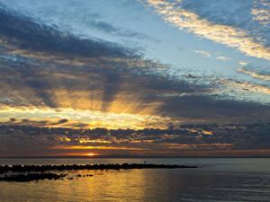 Фото Австралия Море Рассветы и закаты Небо Облака Queensland Природа