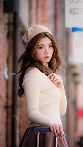 Картинка Азиатка Боке Шатенки Смотрит Берет Рука Девушки