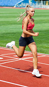 Картинки Блондинка Тренируется Бег молодые женщины Спорт